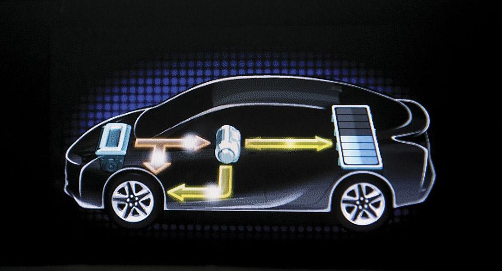Nesta imagem, o motor a combustão do Prius carrega a bateria e auxilia na tração