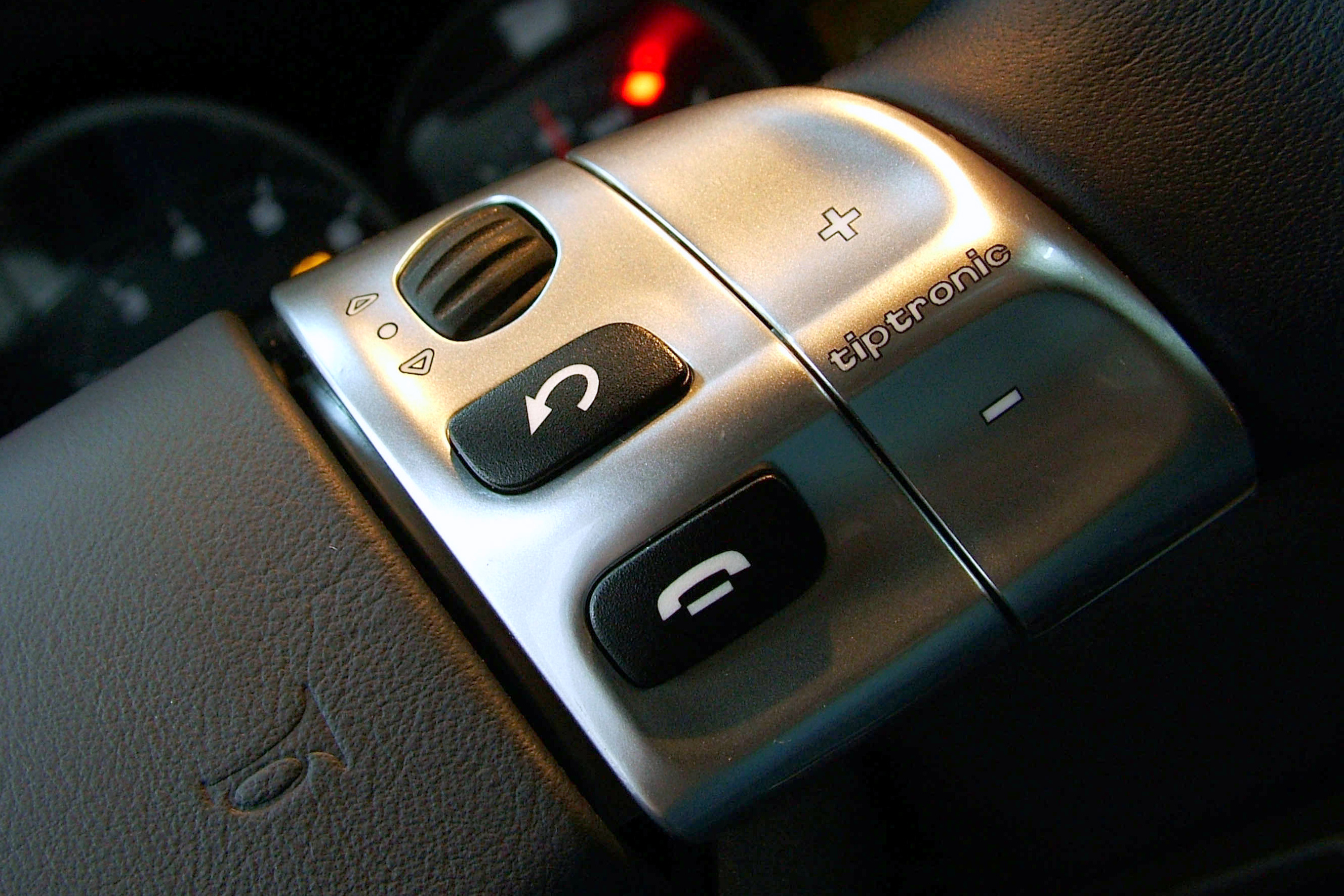 Botão de acionamento do câmbio Triptonic do 911 Carrera, da Porsche, modelo 2005