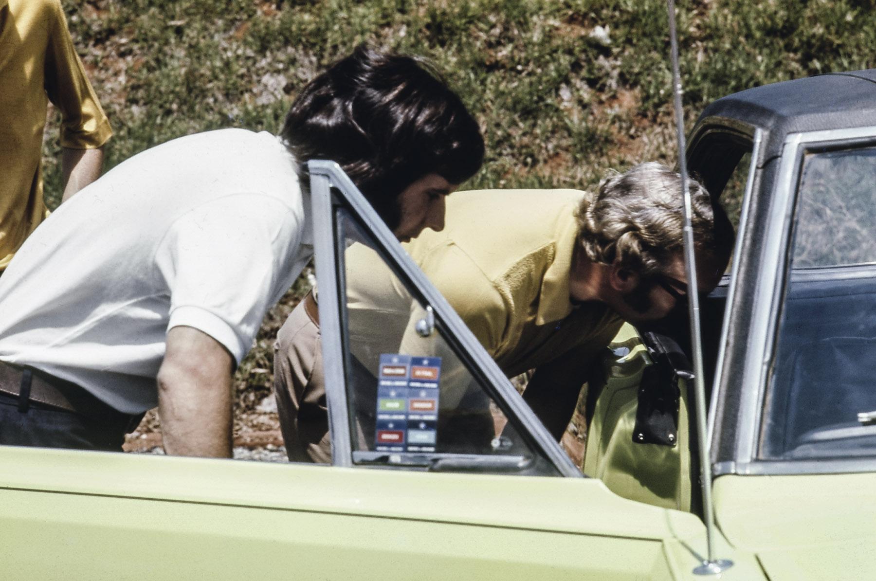 Emerson Fittipaldi e Colin Chapman: os campeões testaram seis carros brasileiros: Puma, Opala S, VW TL, Charger RT, Corcel GT e o Landau