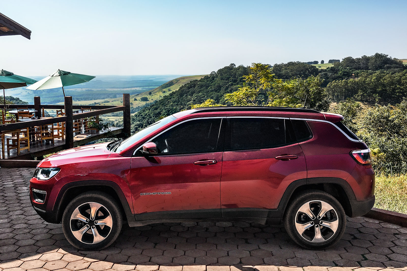 Longa Duracao Jeep Compass Faz Ultima Revisao Antes Do Desmonte Quatro Rodas
