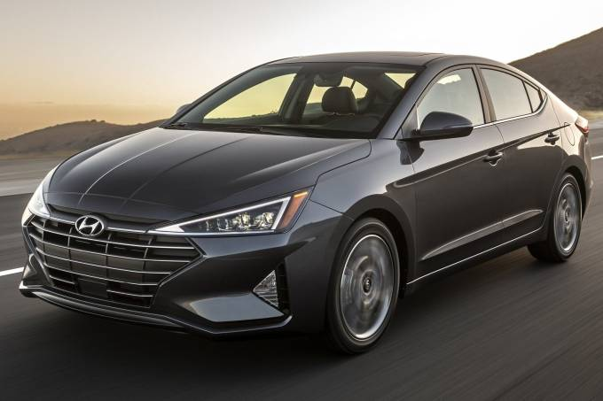 Hyundai-Elantra-2019 Dianteira Movimento