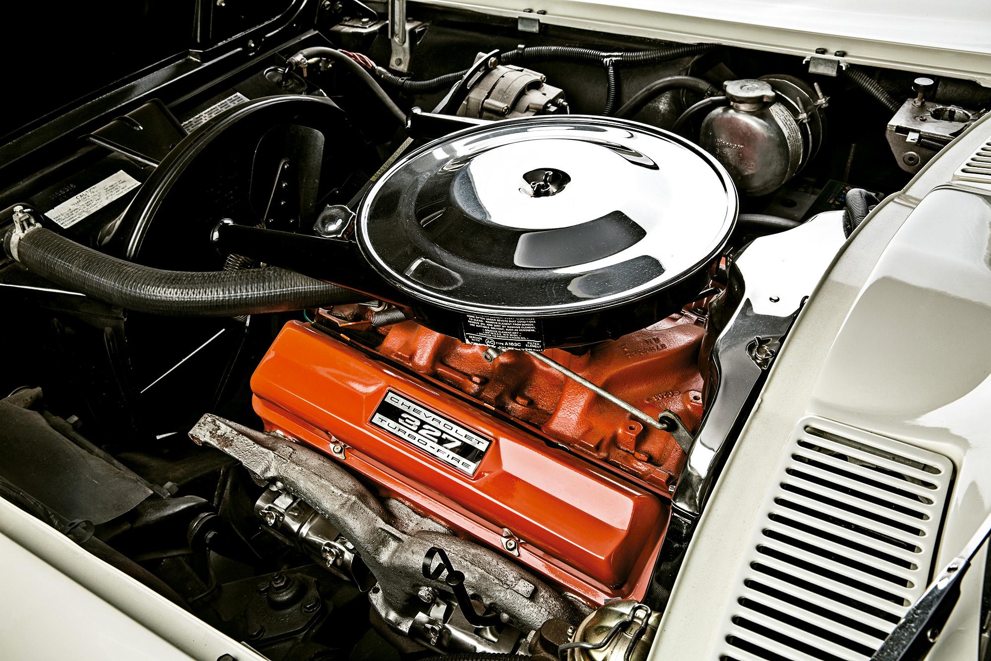 Câmbio manual e um V8 repleto de torque e potência