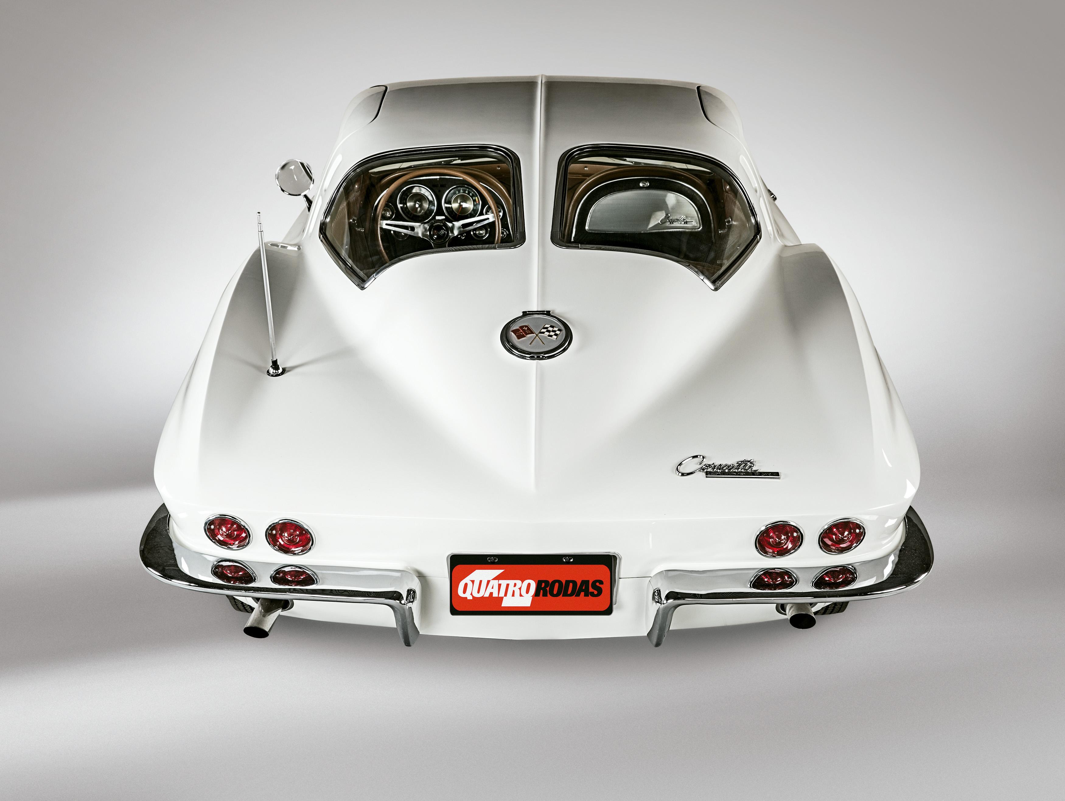 Traseira era inspirada no Bugatti Atlantic (1936-38)