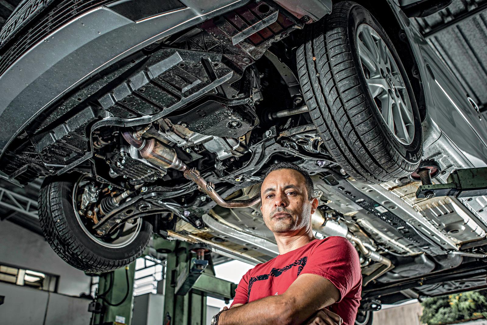 Barulhos na suspensão, como no carro de Cristiano Souza, levaram à descoberta da quebra da barra no eixo traseiro