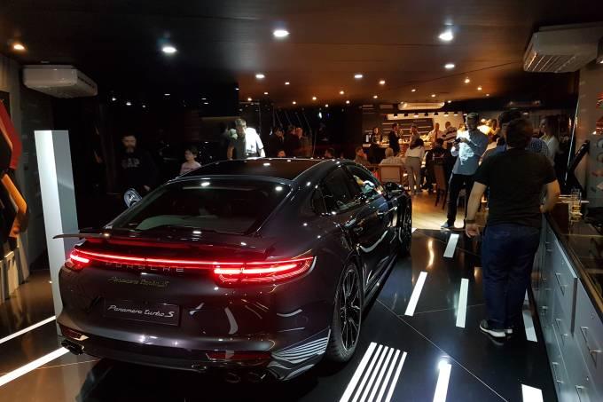 Área VIP da Porsche no Salão