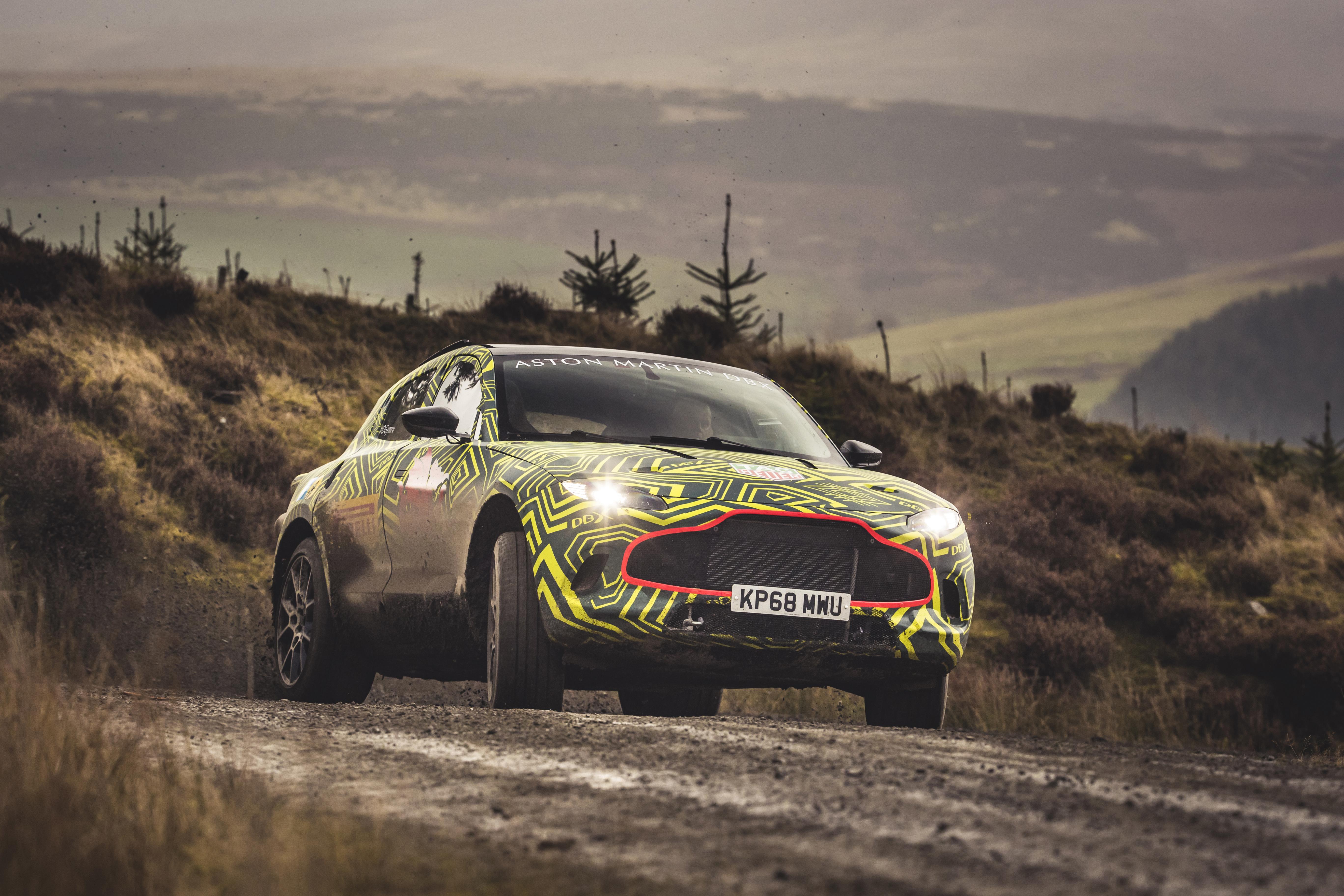 Primeiro Suv Da Aston Martin Dbx Chega Em 2019 Com Opcoes Eletricas Quatro Rodas