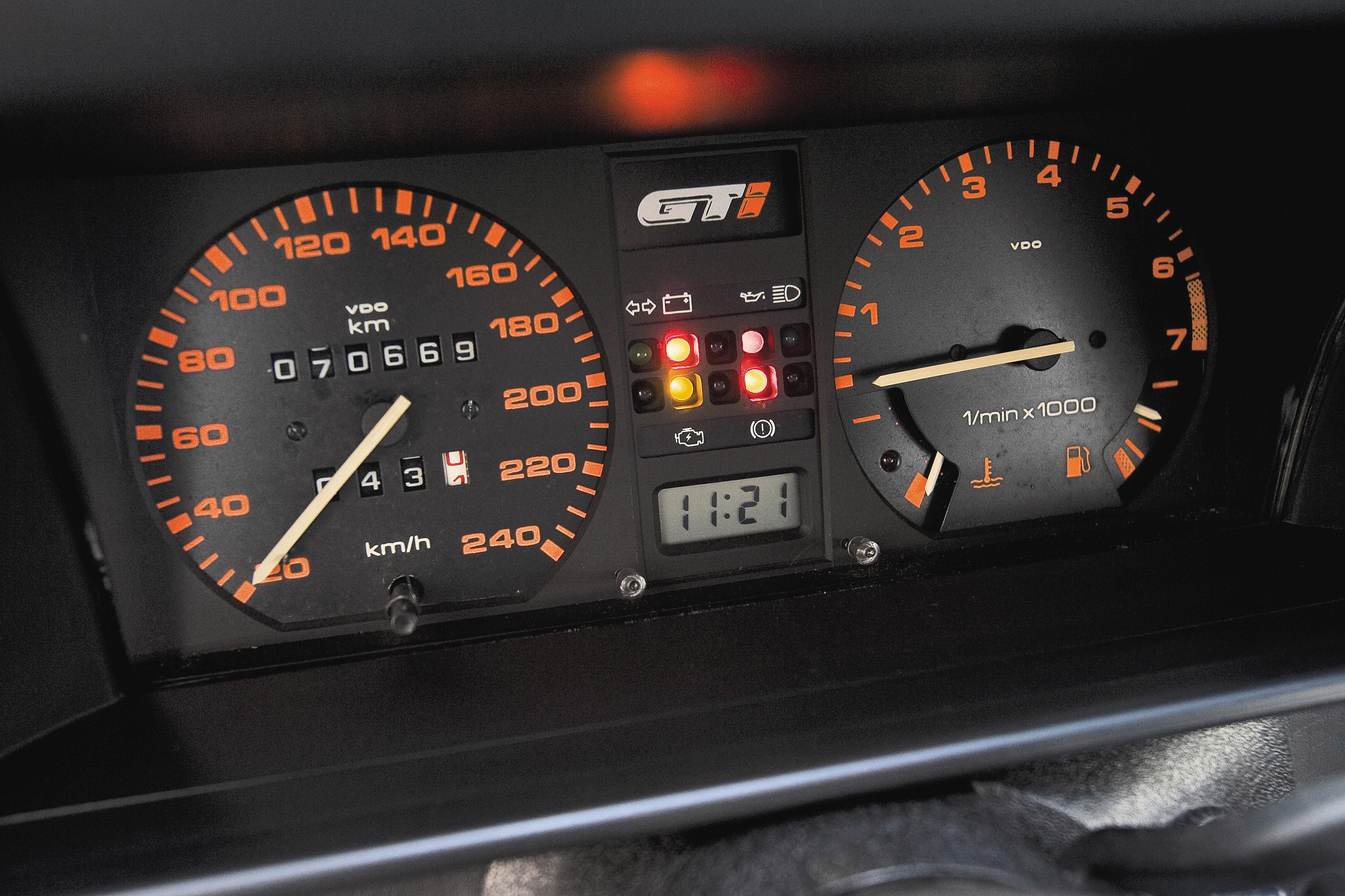 Mostradores do Gol GTI, modelo 1989
