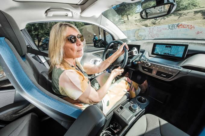 Glaucia, proprietária de um BMW i3