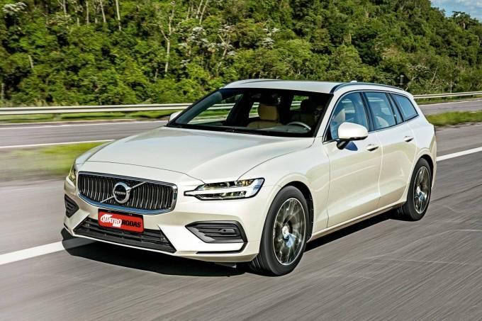 Automóvel V60 T5 Momentum, da Volvo, testado pela revista Quatro Rodas.