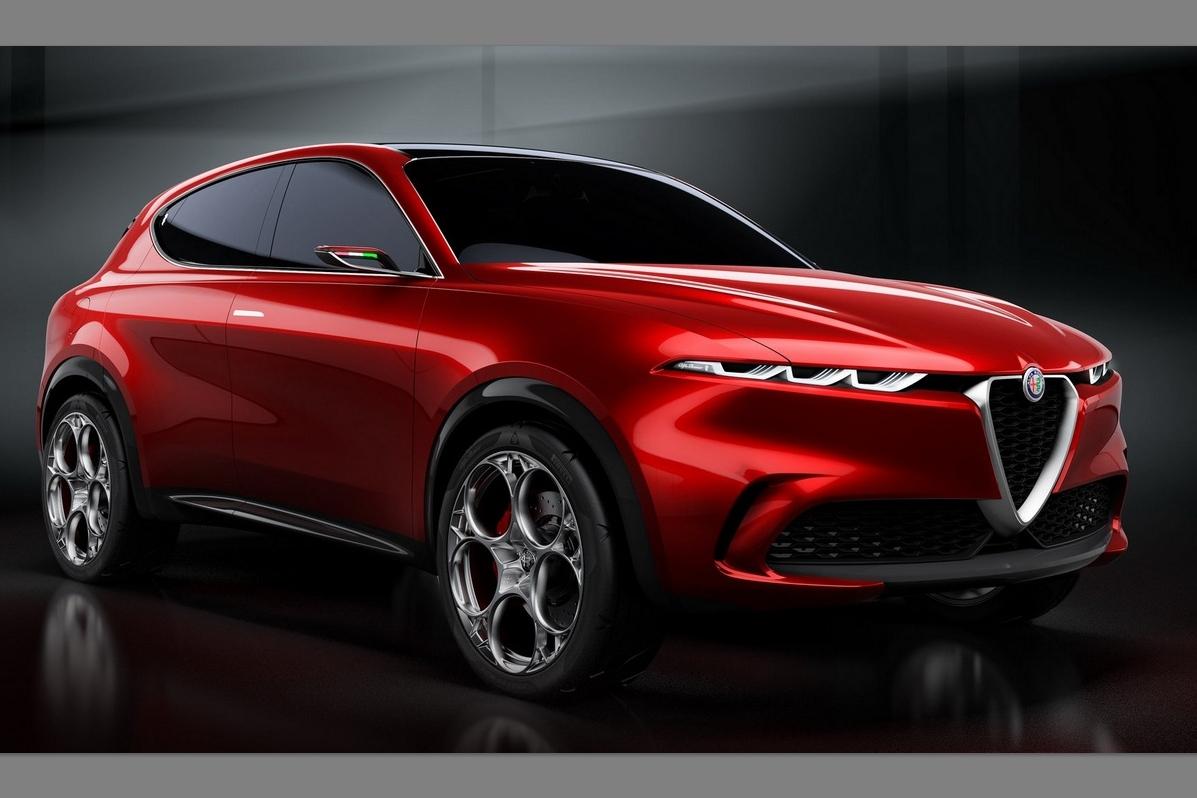 Alfa Romeo Tonale vermelho visto 3/4 de frente