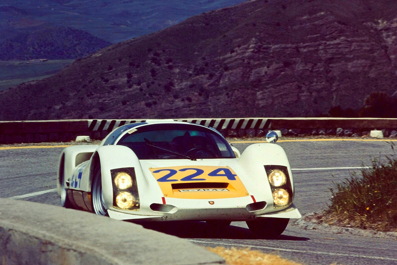 Porsche 906 Carrera 6 Kurzheck