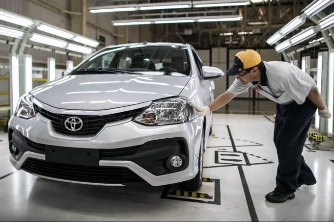 Linha de montagem do Toyota Etios em Sorocaba (SP)