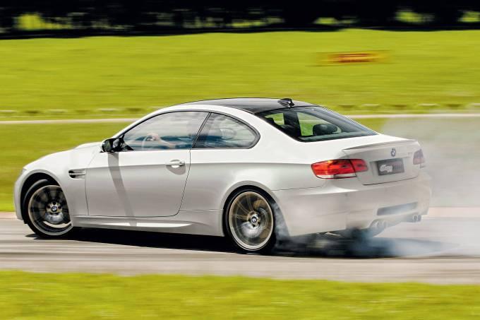 M3, modelo 2008 da BMW, testado pela revista Quatro Rodas.