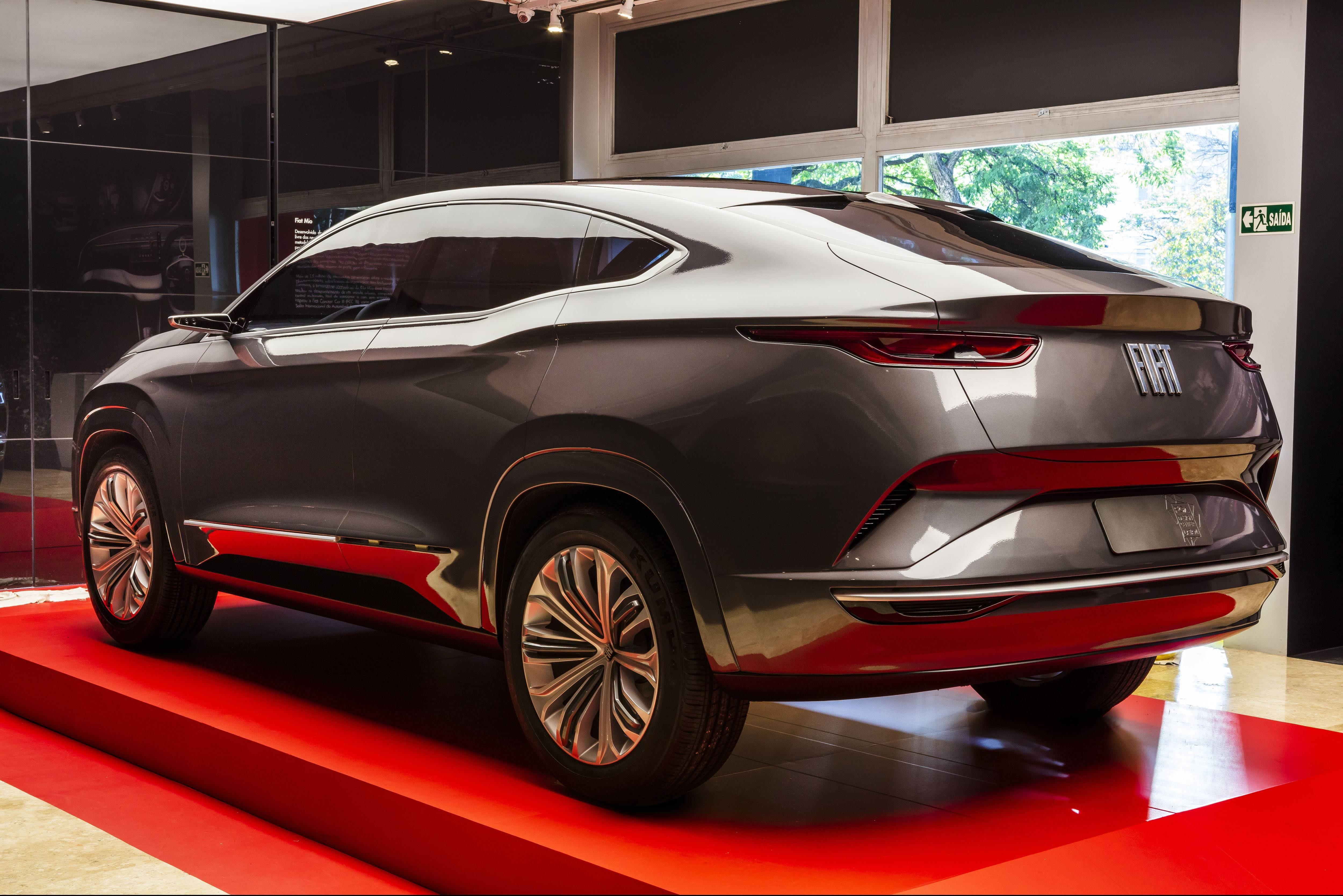 Traseira acupezada do conceito Fastback deve servir de inspiração para o novo SUV da Fiat