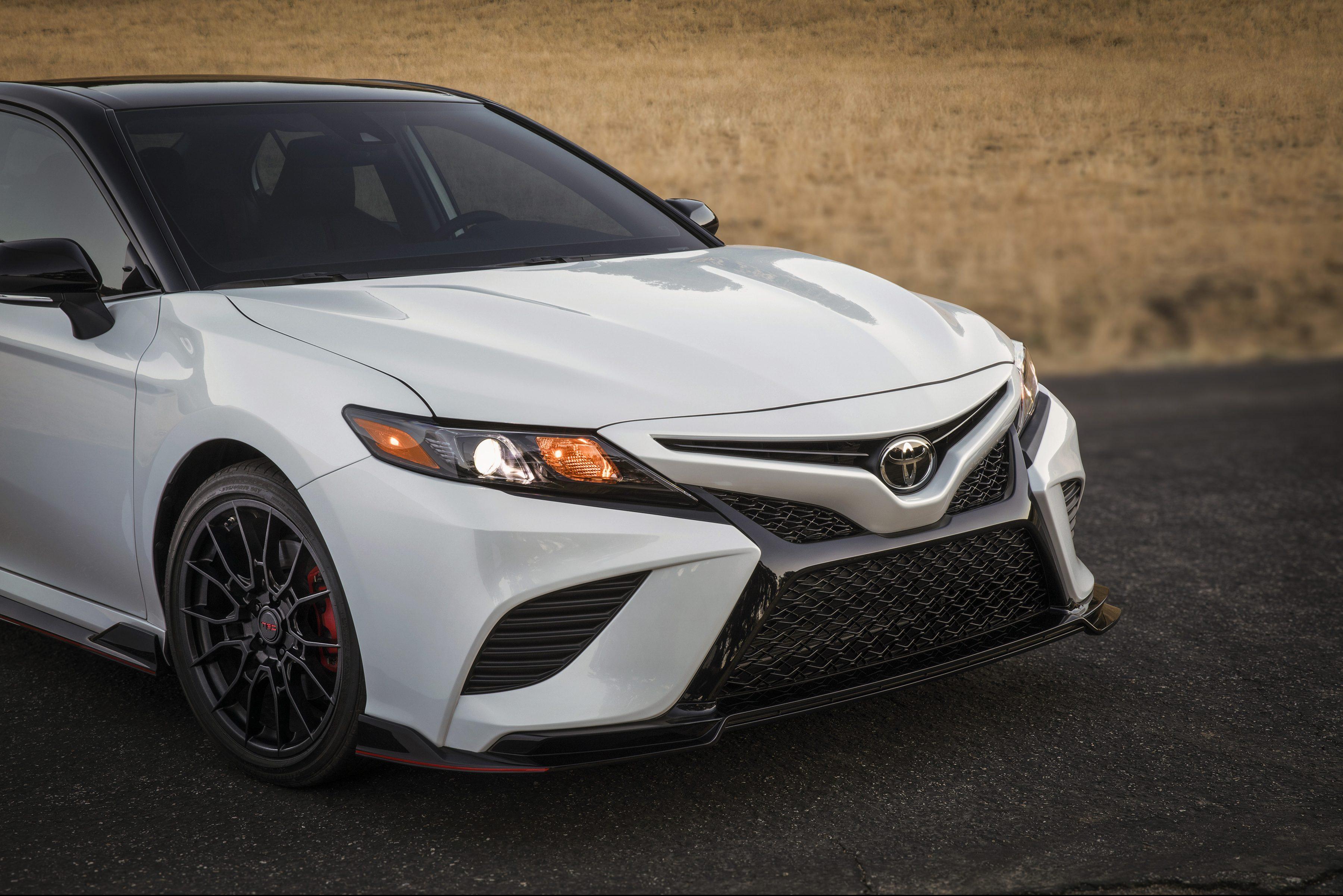 Toyota Camry Trd E Um Coroa Acelerado Com Motor V6 De 300 Cv Quatro Rodas