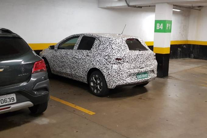 Flagra Chevrolet Onix hatch