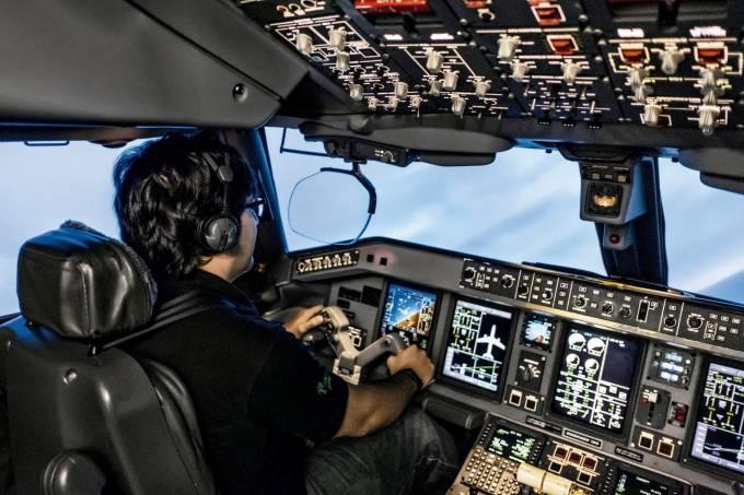 Simulador-Embraer-E190-7