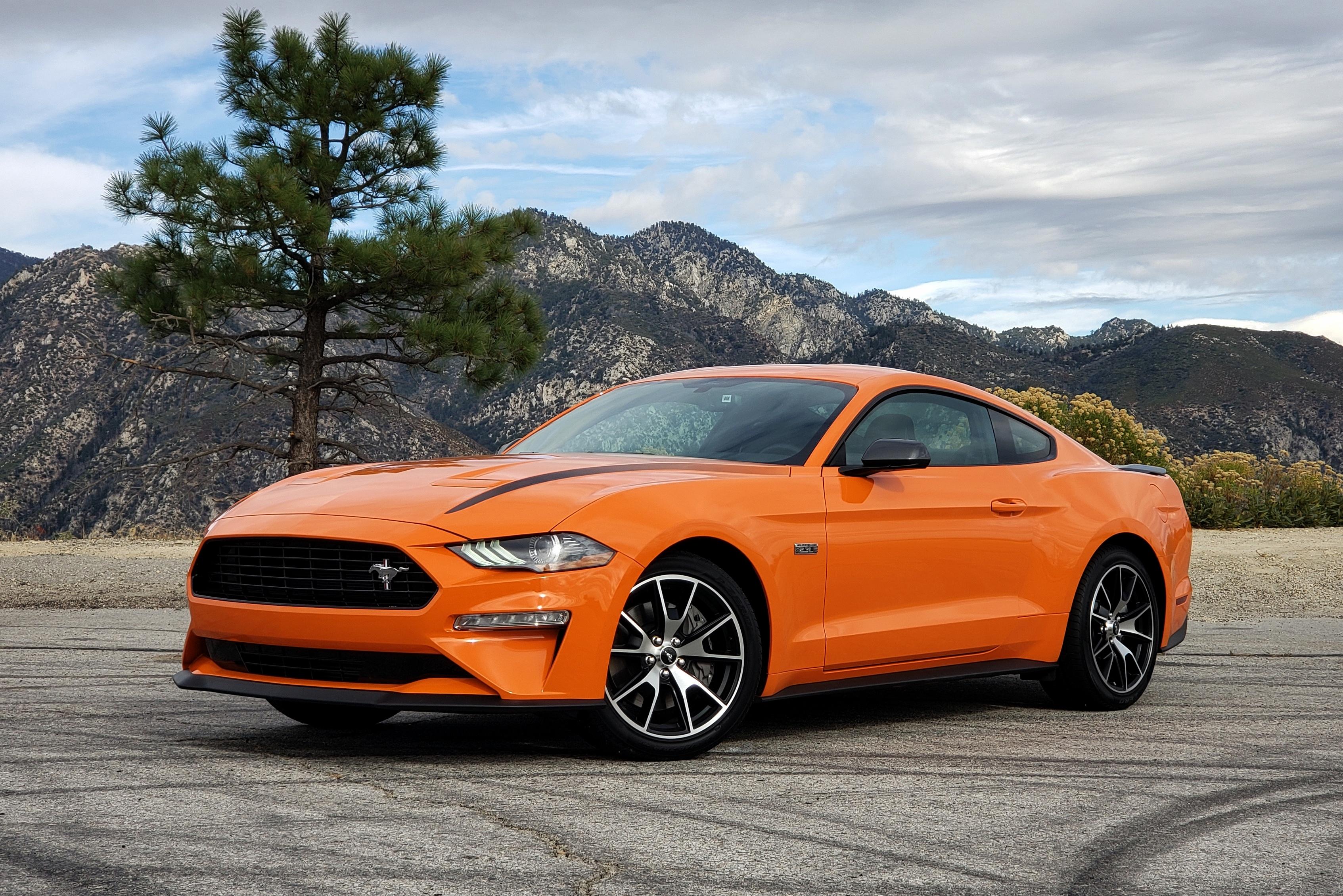 O Mustang 2.3 tem suspensão mais comportada e adequada para o dia a dia
