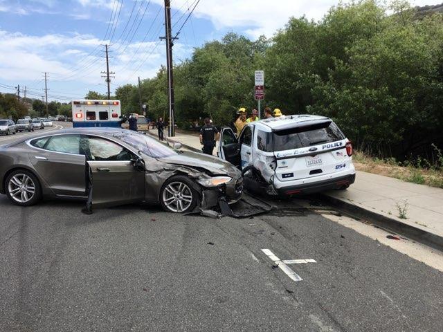 Colisão entre dois veículos nos Estados Unidos