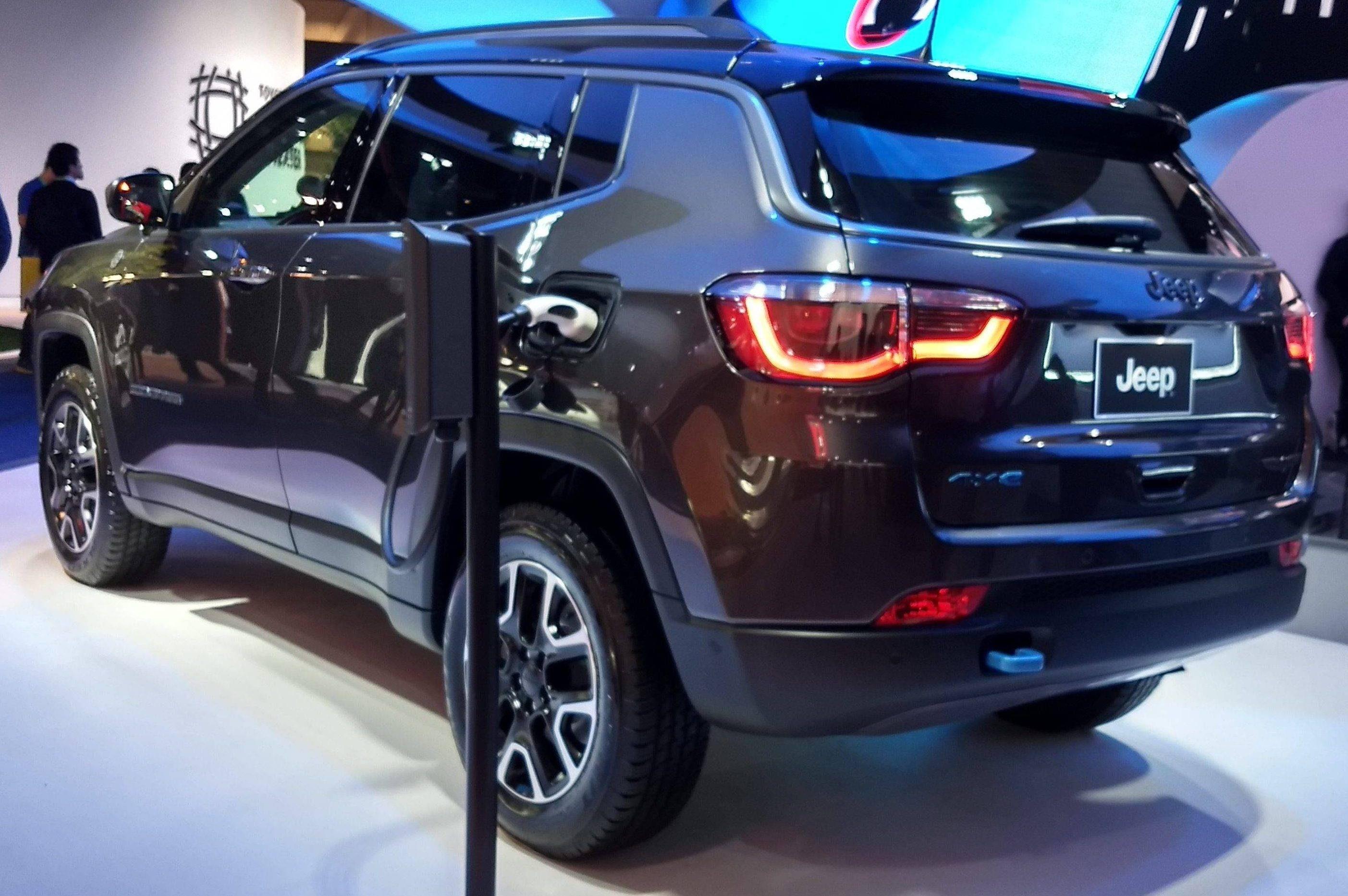 Líder do segmento, Jeep Compass terá versão híbrida importada a partir de 2021