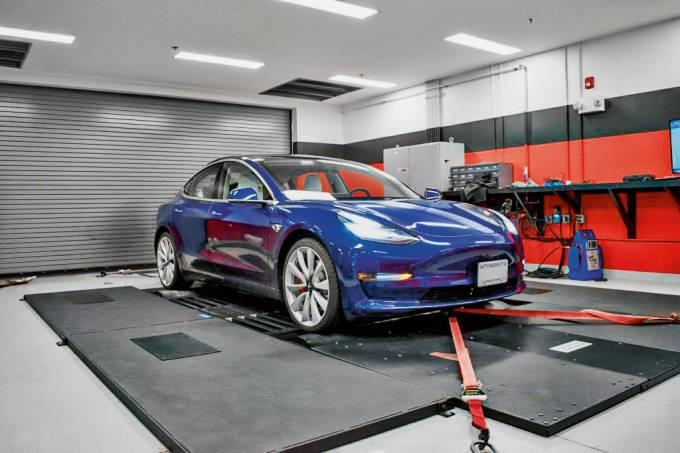 Tesla-Model-3-Performance-1024×683.jpg
