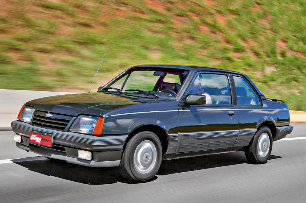Monza Classic SE 500 EF modelo 1990 da Chevrolet, testado pela revista Quatro Ro