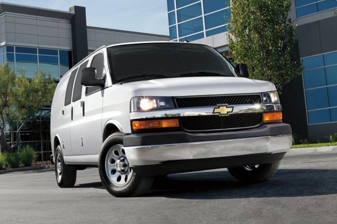 2020-Chevrolet-Express-Passenger-Van-4