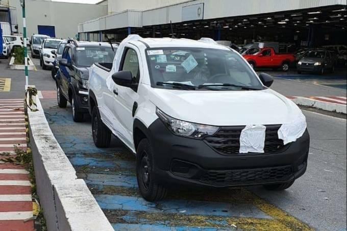 Nova Fiat Strada flagra