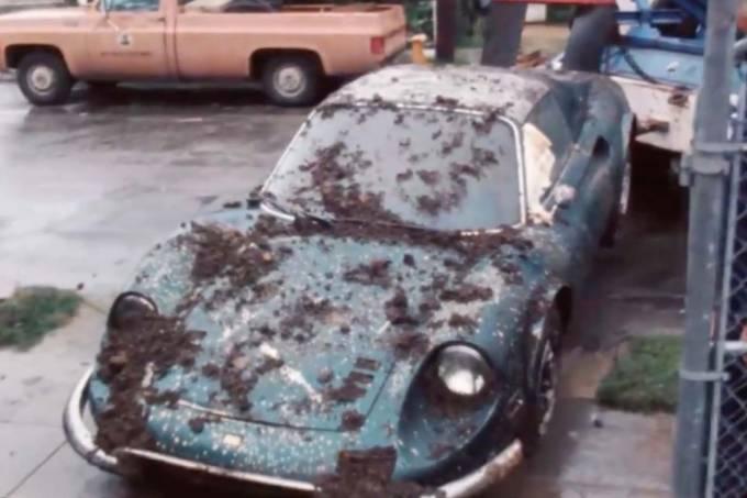 Ferrari-dino-enterrada-eua-9