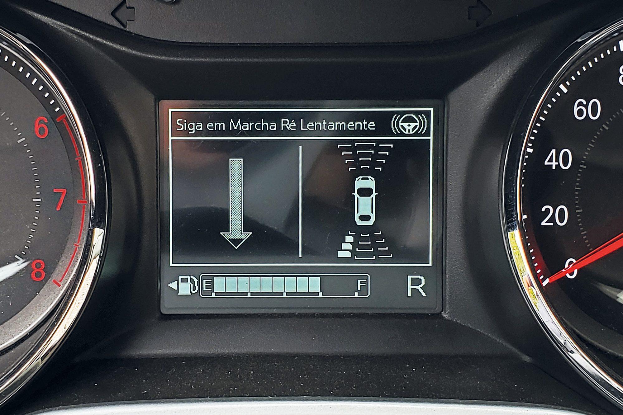 Computador de bordo mostra as indicações de movimentação do carro