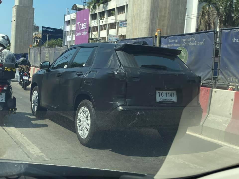 SUV da Toyota que terá produção nacional foi flagrado na Tailândia