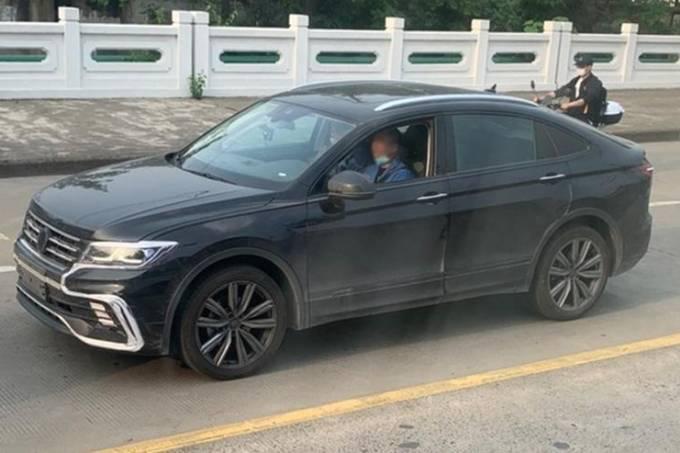 Flagra VW Tiguan X cupê
