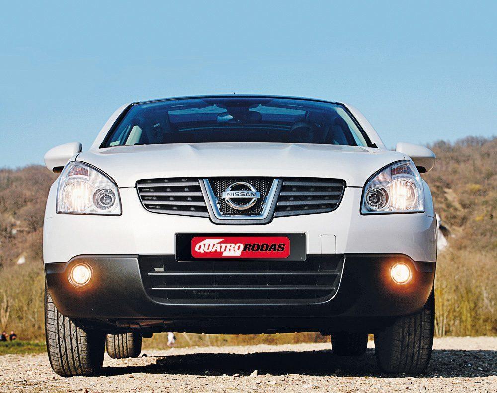 Qashqai-modelo-2008-da-Nissan-fusão-de-estilos-entre-hatch-utilitário-esporti-e1590591038504.jpg