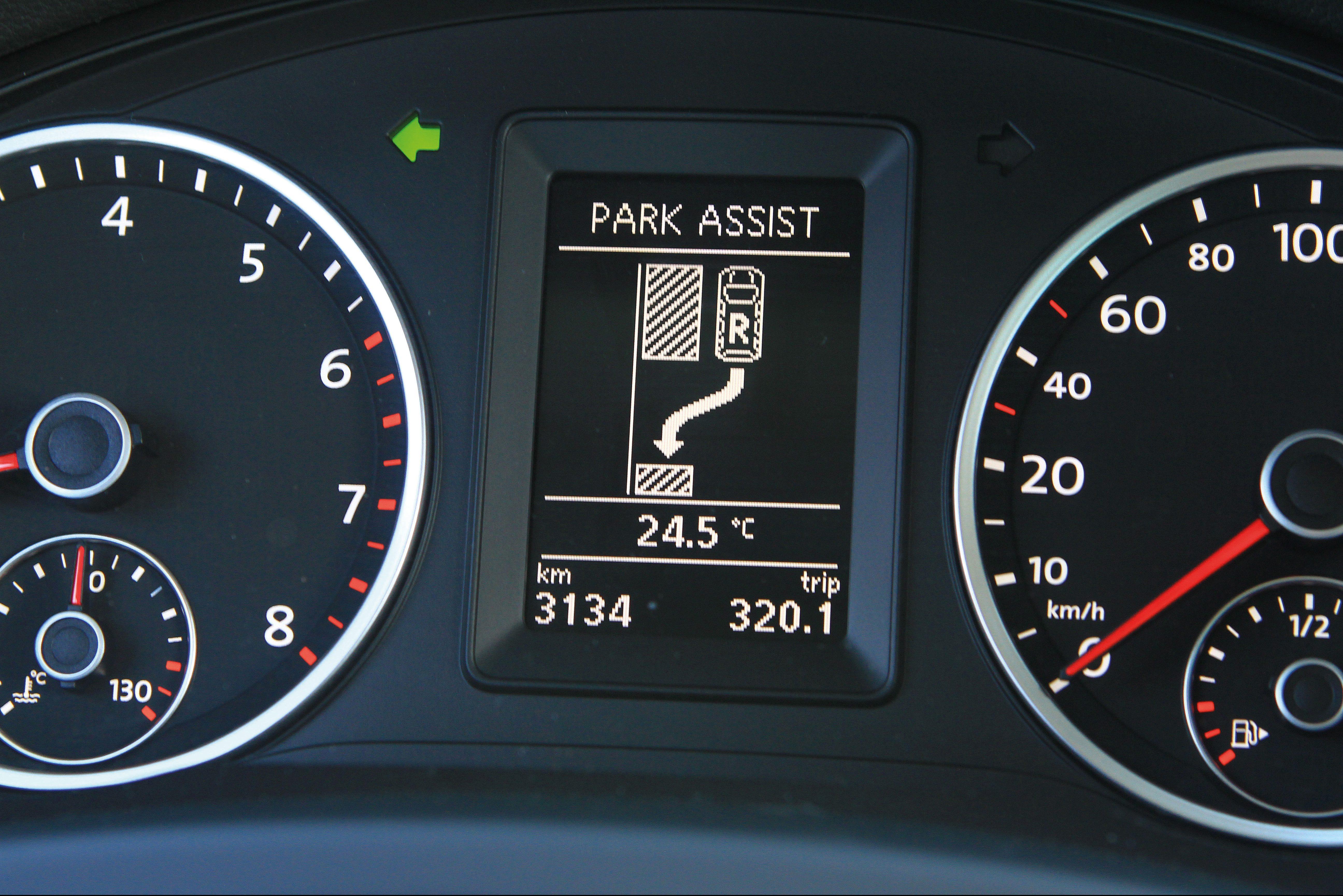 Tiguan-da-Volkswagen-com-Park-Assist-controle-remoto-instalado-no-painel-que-e-e1590591650894.jpg
