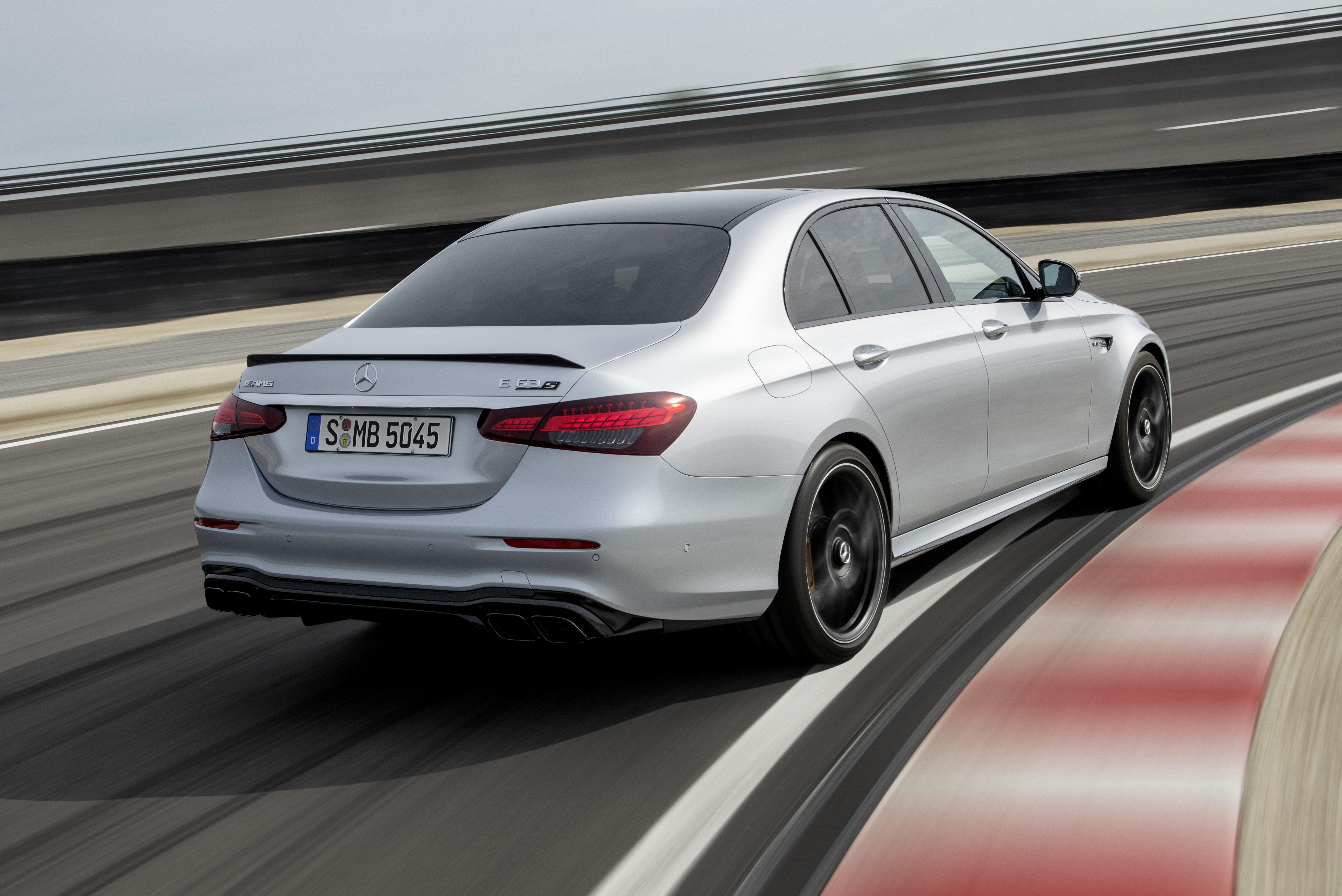 Novo Mercedes-AMG E 63 é o carro perfeito para tiozões que gostam de drift