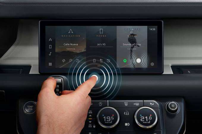 JLR-Contactless-Touchscreen-2-768×511