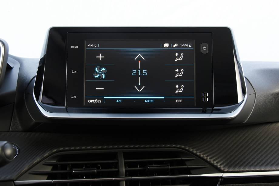 Central multimídia é a mesma do C4 Cactus e também comanda o ar-condicionado automático