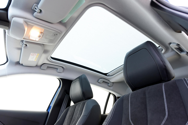 Peugeot 208 continuará como o único hatch compacto com teto solar