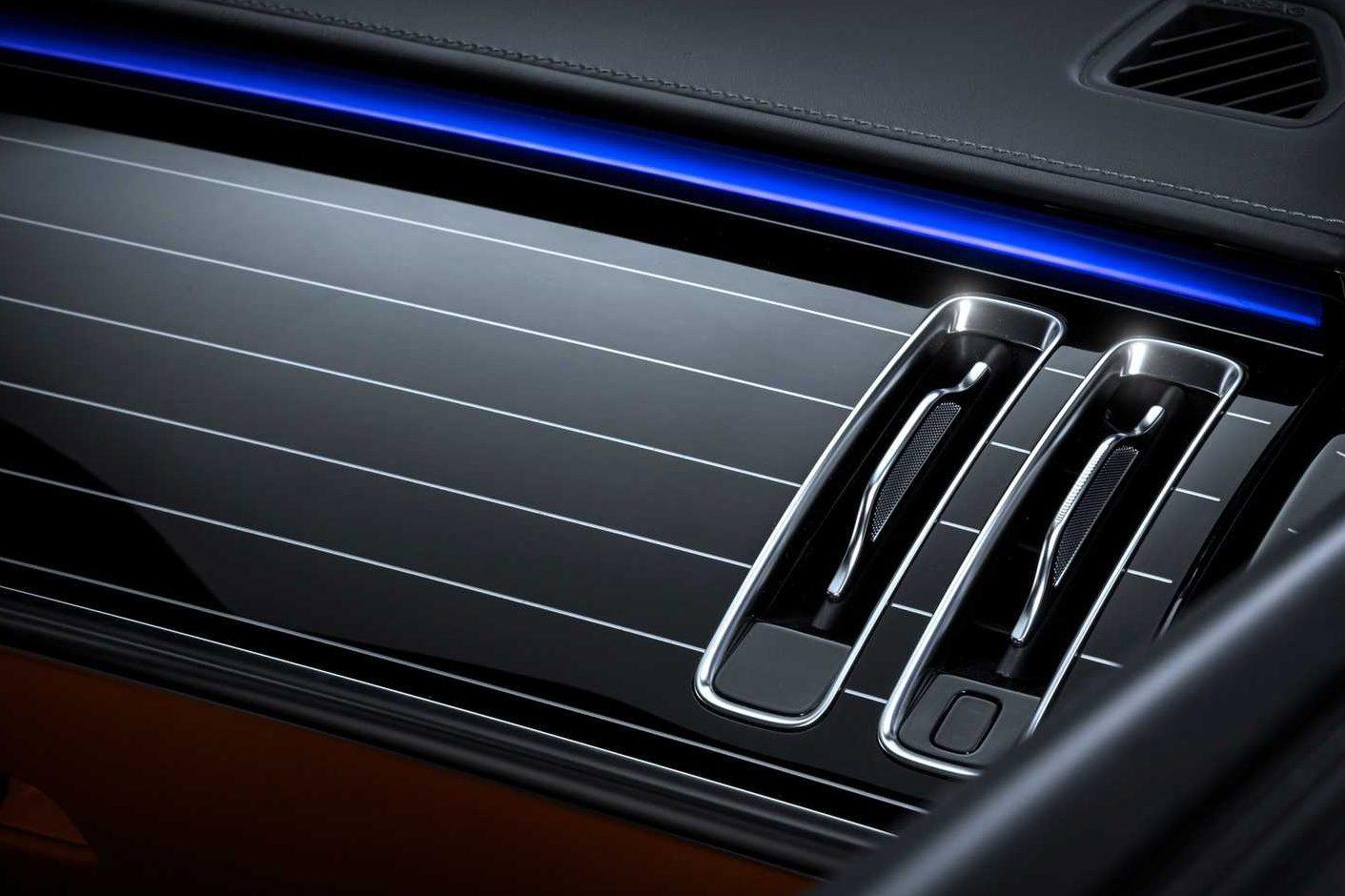 2021-mercedes-benz-s-class-ambient-lighting-1-e1597267256972.jpg