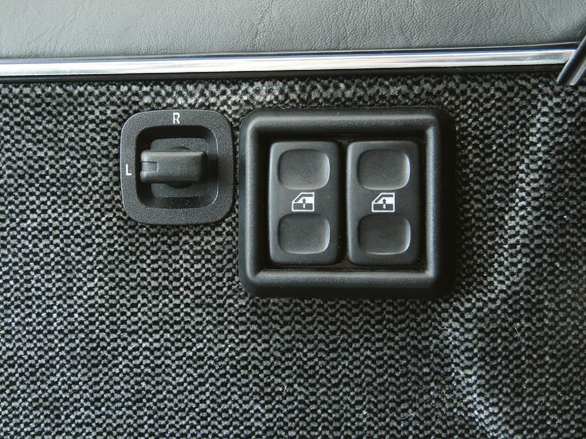 Comandos elétricos do Santana GLS, modelo 1989 da Volkswagen, testado pela revista Quatro Rodas.