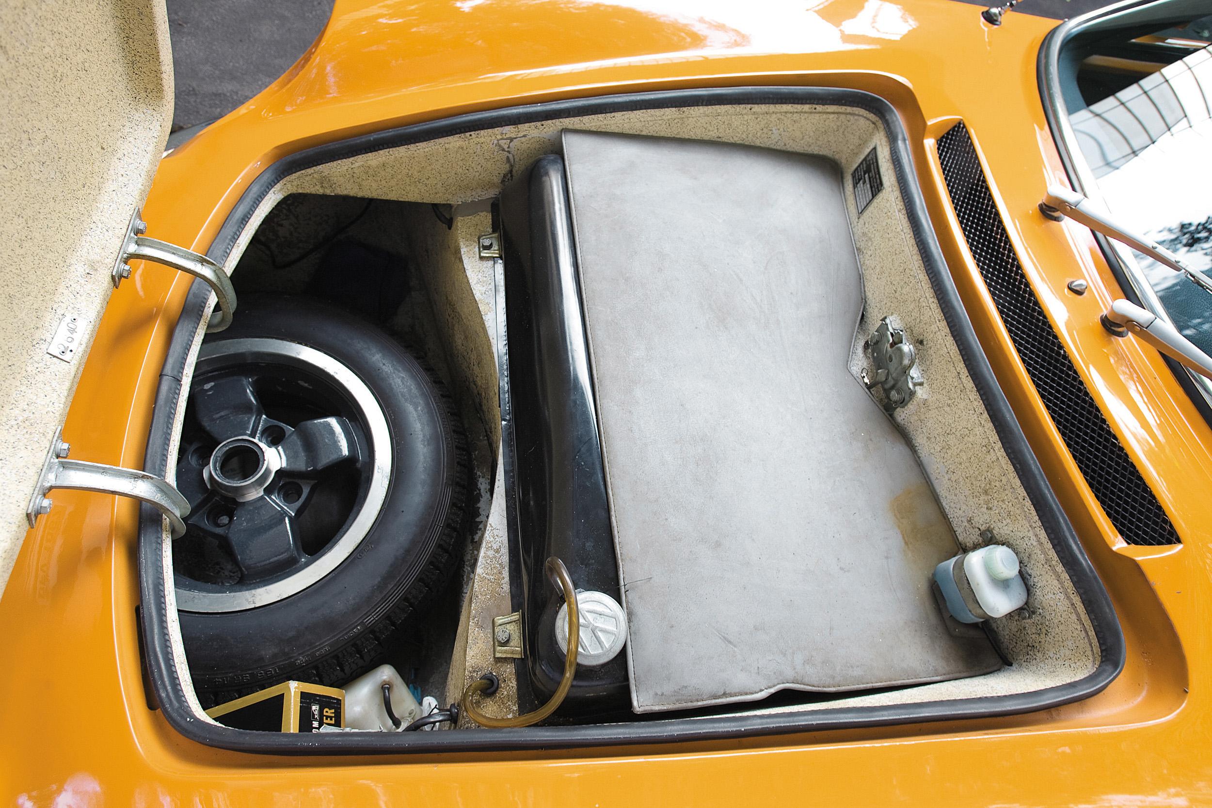 Estepe do Puma GTE, modelo 1974, do arquiteto Adhemar Dizioli Fernandes.