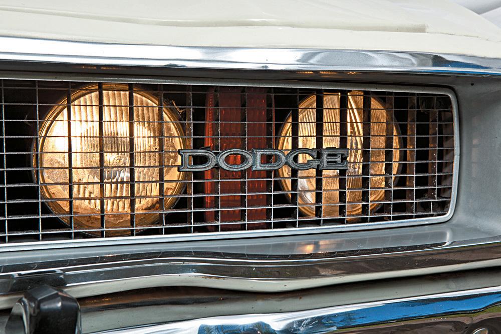 Farol do Gran Sedan, modelo 1976 da Dodge.