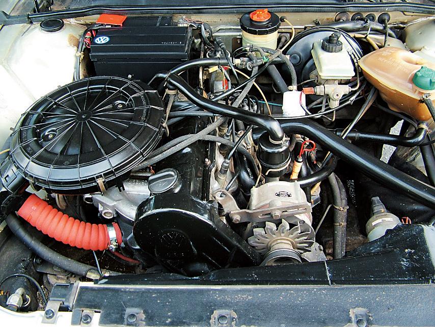 Motor do Santana GLS, modelo 1989 da Volkswagen, testado pela revista Quatro Rodas.