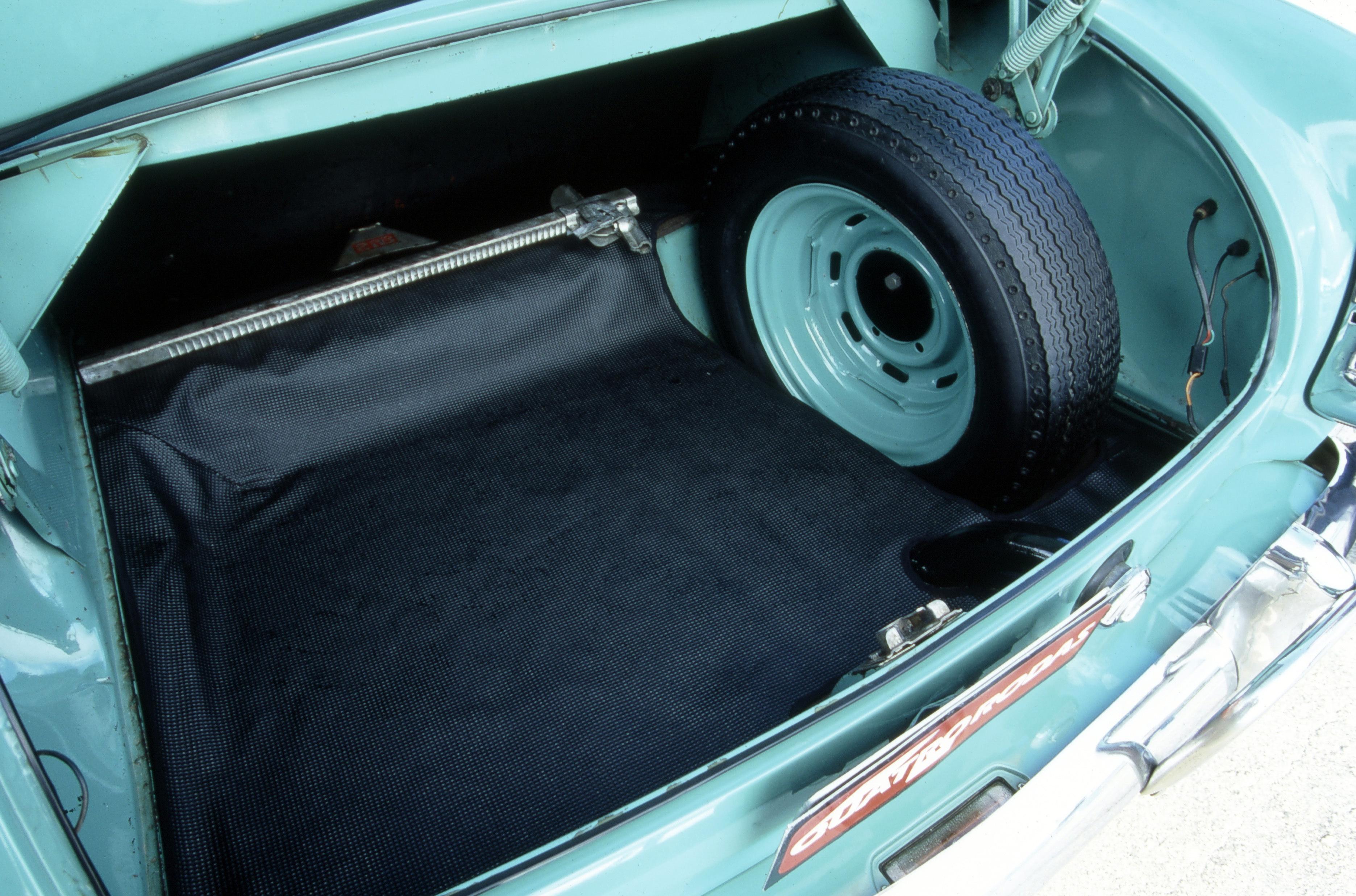 Porta-malas do Aero Willys 2600, da década de 60, da Willys.