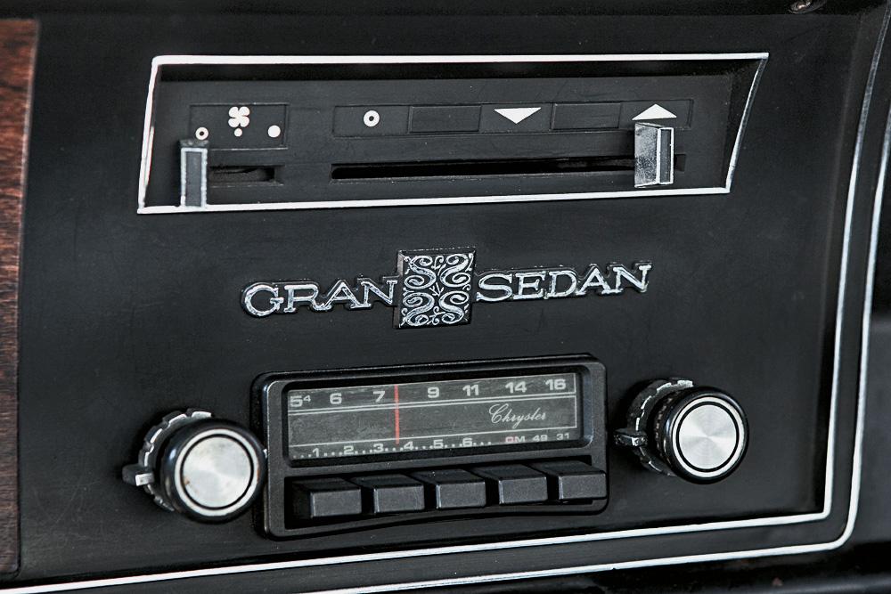 Rádio do Gran Sedan, modelo 1976 da Dodge.