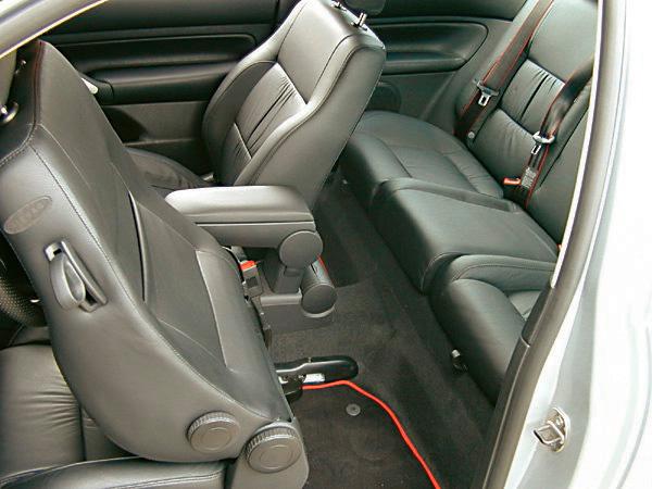 Bancos do automóvel Golf GTI VR6, modelo 2003 da Volkswagen, testado pela revista Quatro Rodas.