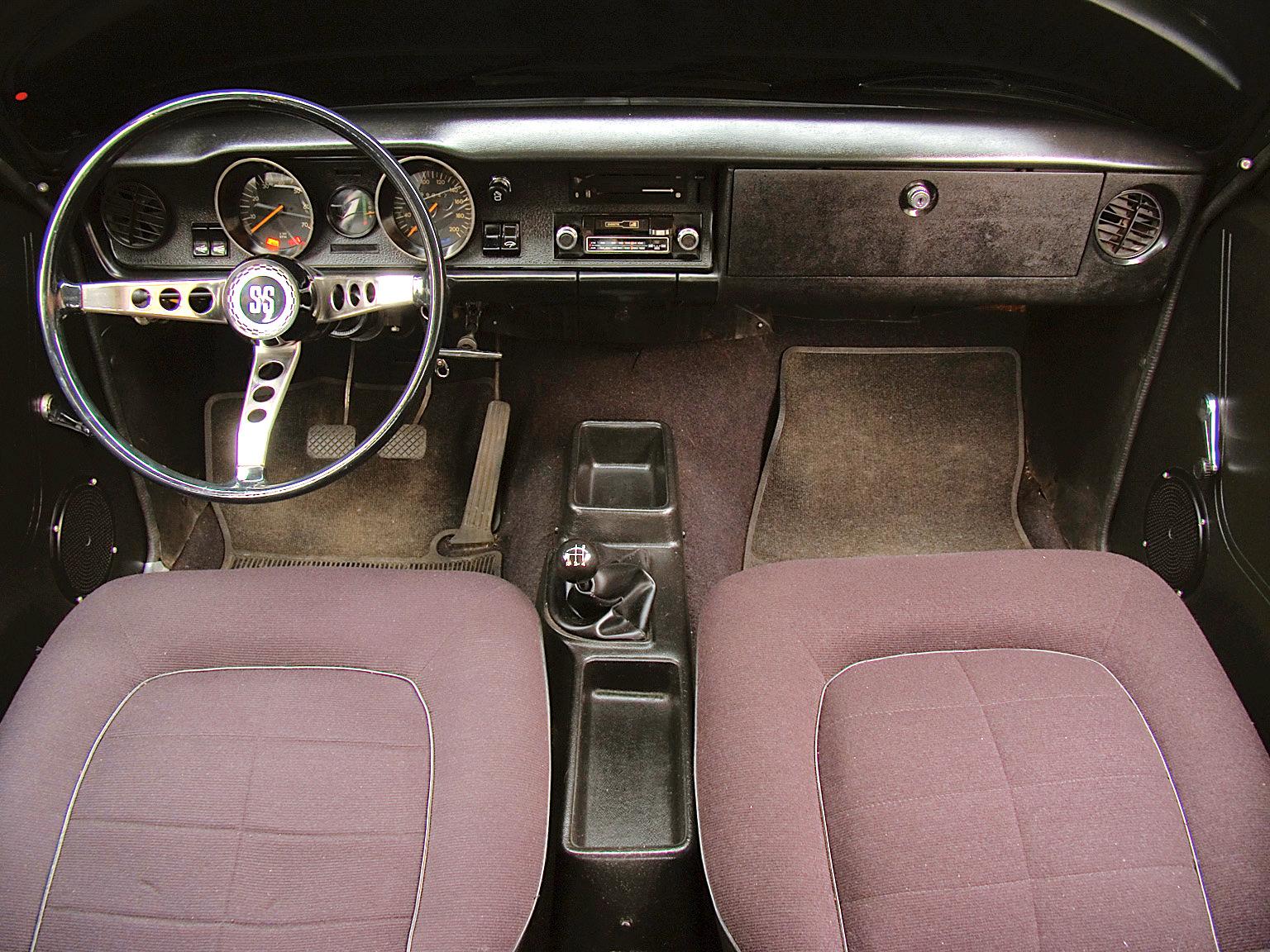 Interior do Opala SS, modelo 1976 da Chevrolet, testado pela revista Quatro Rodas.
