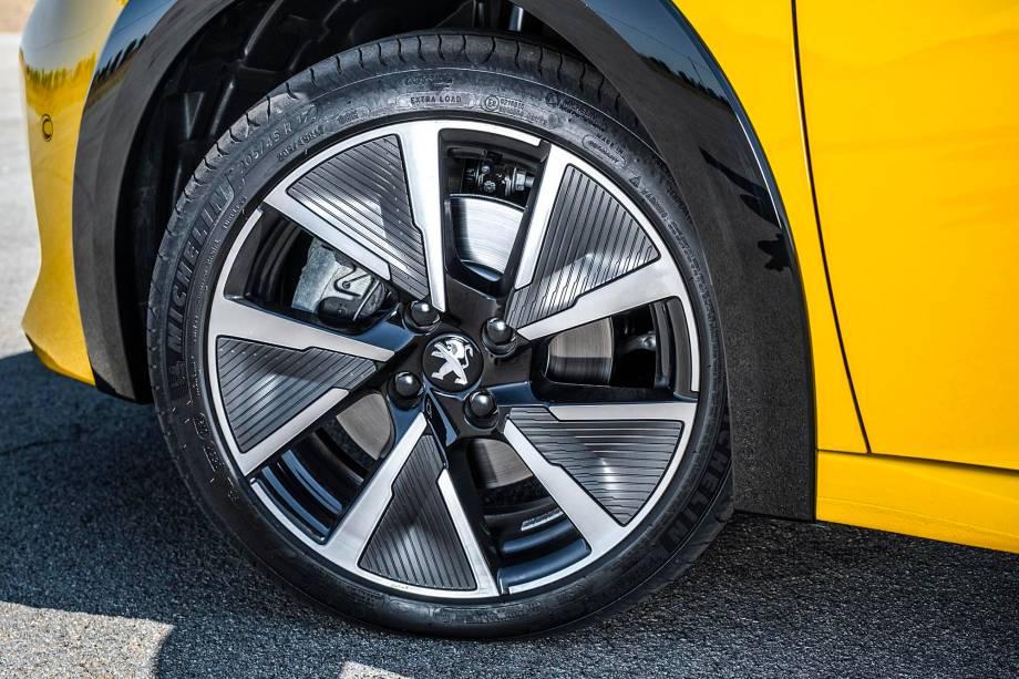 Além das rodas aro 17, versão e-GT tem pneus mais largos