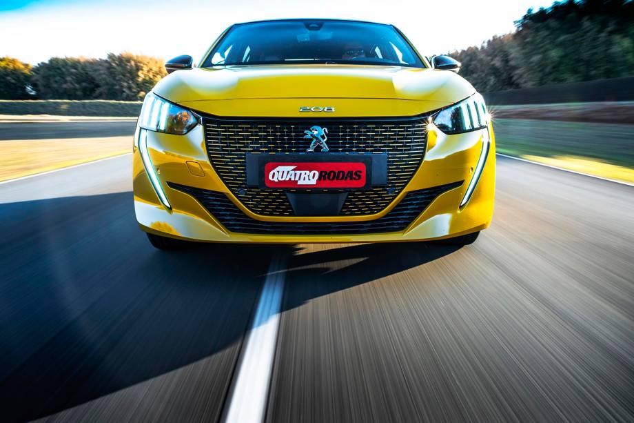 Sensores de estacionamento dianteiros também são exclusivos do elétrico