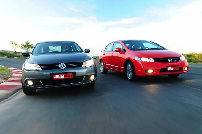 Jetta TSI, da Volkswagen e Civic SI da Honda, ambos modelos 2011 durante teste c